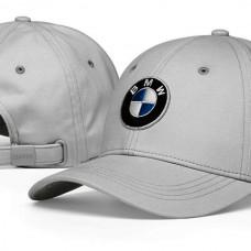 BMW sapka logóval